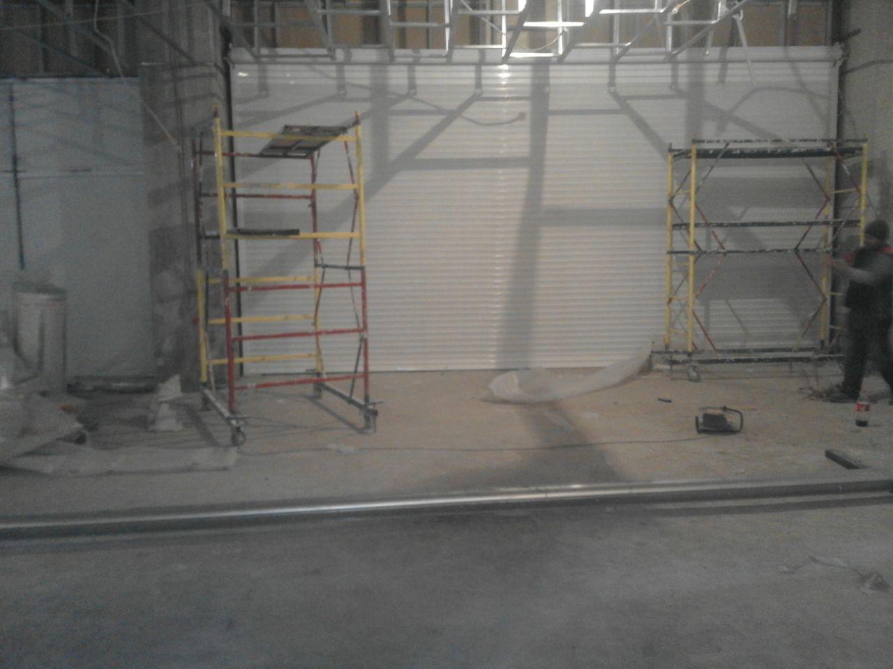 Рулонные ворота белого цвета 3
